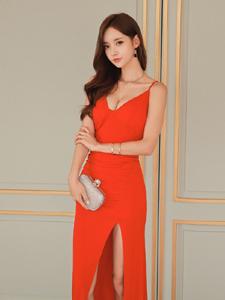 红裙美模靓丽写真秀纤细长腿性感锁骨