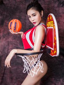 翹臀妖精王一涵性感籃球寶貝大尺度寫真