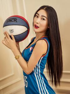 籃球女神愛妮雷霆寶貝寫真