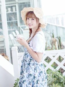 可爱白皙少女甜美下午茶的美好时光