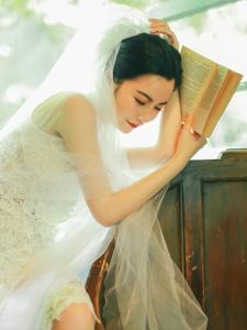 复古咖啡馆内的白纱气质御姐高贵优雅