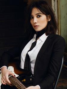宋佳摇滚歌手范儿杂志写真
