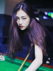 气质桌球桌球美女眼神魅惑迷人