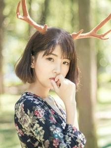 高颜值麋鹿气质麋鹿美女碎花裙漂亮迷人