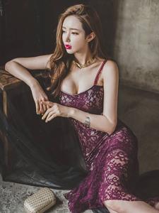 紫色蕾丝透明鱼尾长裙美艳模特意境写真