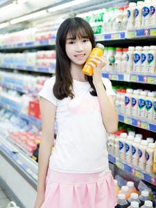 可爱萌妹超市俏皮童趣写真