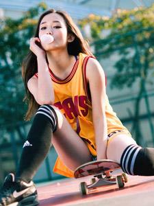 清纯大学校园美女利善榛变身篮球宝贝滑板写真