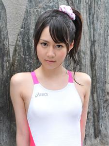 日本嫩妹木村訓子连体泳衣泳池翘臀写真