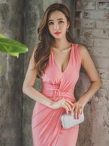 粉嫩长裙美艳模特性感爆乳写真秀长腿细腰