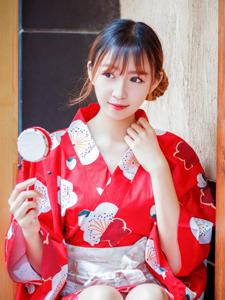 鲜红和服少女清爽写真变身日系少女