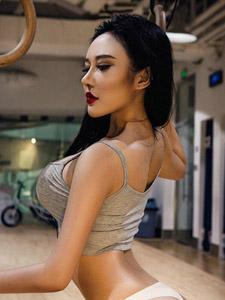 健身房里的翹臀美女活力氣質寫真