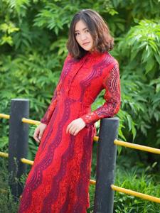 鲜红长裙气质美男裙摆萧洒唯美写真