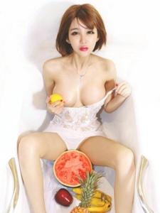 性感迷人的极品嫩模金奕希私房诱惑写真
