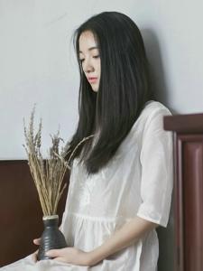 纯白素雅私房内的文艺气息长发女神