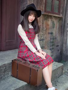 复古格子长裙甜美少女气质街道写真