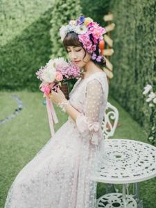 花嫁新娘与甜蜜马卡龙少女角色自然转换楚楚动人