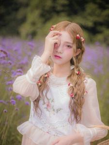 薰衣草花海中的精靈美少女甜美粉嫩