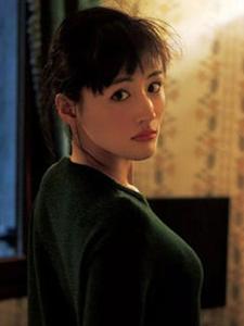 綾瀨遙露背裝性感魅力誘人寫真