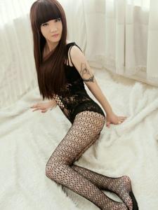 沈阳美女小雅连体黑丝私房美腿极致诱惑写真