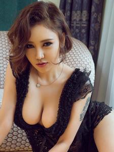女神级美女梓安深沟爆乳人体写真