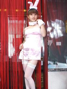 白丝粉兔美女萝莉性感吊带养眼写真