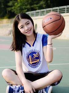 活力篮球宝贝挥汗写真俏皮可人