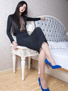 性感长腿美模子沫Moira透明长裙妖娆写真