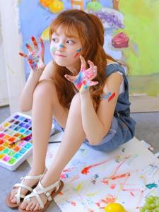 油画少女面容幼齿俏皮可爱展现童趣