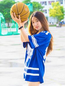 長發籃球少女操場運動寫真青春活力
