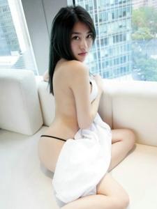 妖媚美女许诺Sabrina白衬衫真空半裸大胆写真