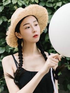 夏日气球少女甜美可人卖萌惹人爱
