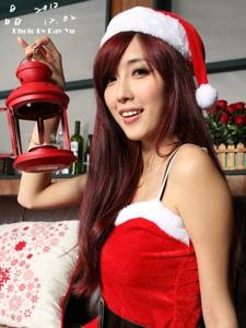 台湾甜美少女Kila晶晶圣诞装清纯私房写真