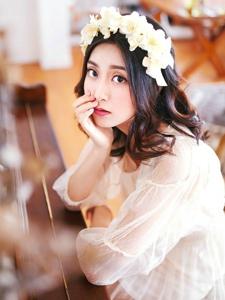 花环钢琴美女白纱气质温婉私房照