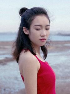 郊外紅裙少女俏皮活力素顏美麗