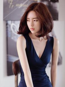 蓝色妖姬短发美模性感长腿写真
