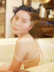 浴室内惊艳绝美性感图