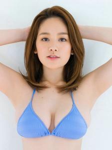 日本美男笕美和子饱满肉感泳衣半乳引诱实足