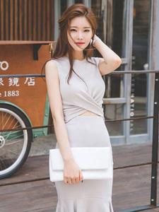 气质白领靓丽模特优雅鱼尾裙美艳写真