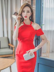 鲜红长裙靓丽模特喷鼻肩引诱写真