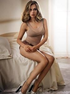 """""""寡姐""""斯嘉麗·約翰遜2013年為《Esquire》拍攝的一套寫真"""