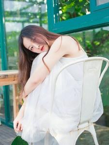 白裙长发女神纯净柔美静谧怡人