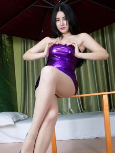紫色包臀短裙茉茉Mo秀修长大白腿诱惑撩人