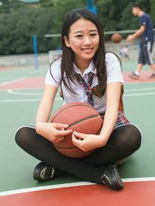 篮球氧气女孩操场活力开心写真