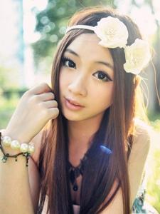 阳光之下的甜美清纯美少女淡淡的诗意气息