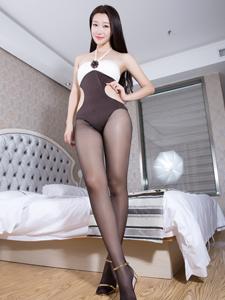长腿女神妍妍Yan性感床照秀大白腿