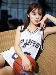 清純可愛籃球寶貝美娜嫵媚私房寫真