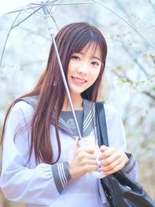 樱花雨中的学院风妹子清纯可爱