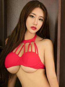 性感美女小紫藤丁字裤翘臀诱惑写真
