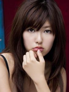 日本美女橘柚里佳纯美黑色内衣大眼无辜