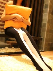 性感黑白丝袜性感小MM高挑靓丽迷人写真
